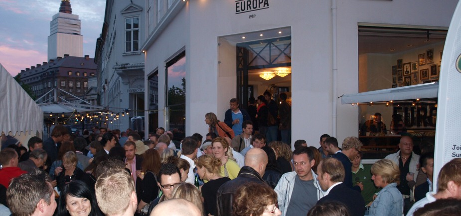 https://europa1989.dk/wp-content/uploads/2011/11/Barista-Party-people-4.jpg